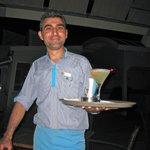 Onze favoriete kelner Evren, de beste in de Sandal bar