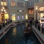 Внутри отеля течет река...