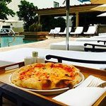 pizza by the pool?! yummy