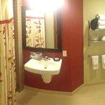 Courtyard LAX Bathroom
