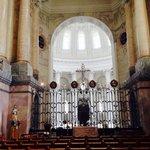 Der Chorraum. Blick Richtung Altar.
