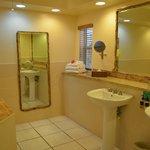 Premium Beachfront Suite Bathroom
