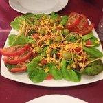 einfacher, gemischter Salat. Günstig und gut!