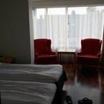 Hotellrummet, rymligt och bekvämt.