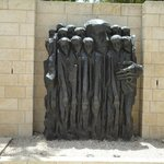 sculpture in remembrance of the imprissoned jews