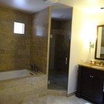 Bathroom in junior suite 469