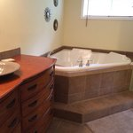 The beautiful whirlpool tub in the Gardeners Room