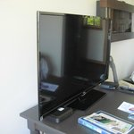 flat panel tv and cable