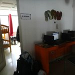 Zona de computadoras, entrada habitacion