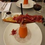 Gaspacho com foccacia de jamon serrano