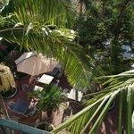 вид с балкона на терассу