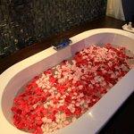 Spa villa romantic bath