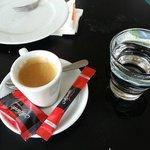 Caffè con cioccolatino.