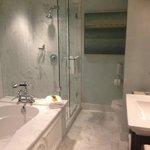 Room 517 Bathroom