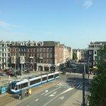 Vista dall'hotel, fermata del tram davanti. Arriva fino alla stazione centrale