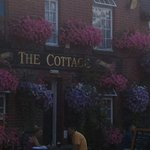 I love this photo I took last summer, The Cottage looks so pretty. Great pub :)
