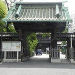 泉岳寺の入り口の中門 - entrance
