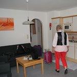 Das Wohnzimmer im Apartment