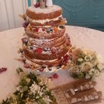 One of our fabulous naked wedding cakes 🍰