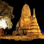 Wat ratchaburana @ night