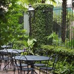 Seasonal al fresco dining is available at Planters Inn and Peninsula Grill.