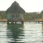 Do mar vendo um dos quartos/bangalôs