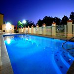 Outdoor Pool & Jacuzzi Area