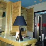 camera ,armadio,scrivania,bagno