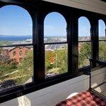 Exclusive 5-Star First Class Burlington VT Hotel B&B, Near Harbor & BTV | Pet & Child Friendly
