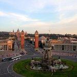 La montaña de Montjuic y Plaza España desde el Centro Comercial Las Arenas