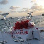 Cena Romántica al atardecer en la playa del hotel