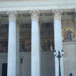 Detalhe da arquitetura e pinturas de época