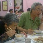 Chineses no restaurante chinês
