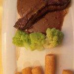 Das Filetsteak für ca. 25 €, man beachte das minimale Dekor.