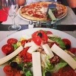 Pizza orientale et salade fantasia..