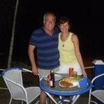 cenando a metros de la playa ,expectácular vista al mar!!