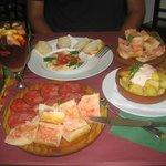 Hummus, jamon, patatas bravas, tomato bread