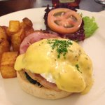 Eggs benedict with canadian ham and spinach