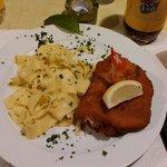 Cordon Bleu mit Raclett Kase, Frischem Schnittlauch und Schinken.