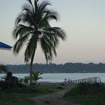 Playa frete al hostel