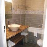 Salle de bain/wc avec produits et sèche cheveux fournis!!