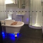 en suite bathroom - blue lights!
