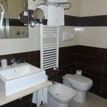 Very clean and modern bathroom