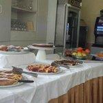Uno dei tavoli della colazione