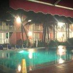 Piscina de noche (Hay 3 piscinas)
