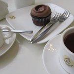Фотография Cupcake Delights Bakery