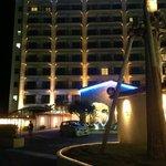 Ночной вид на гостиницу