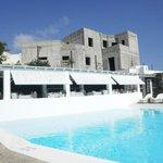 restaurant overlooking pool