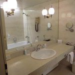 stanza da bagno. l a toilet vera e propria è in uno stanzino adiacente