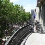 Utsikt fra balkong ut mot Rambla
